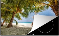 Blauwe KitchenYeah Luxe inductie beschermer Tropisch Strand - 78x52 cm - Strandstoelen op een tropisch strand - afdekplaat voor kookplaat - 3mm dik inductie bescherming - inductiebeschermer