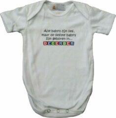 """Link Kidswear Witte romper met """"Alle baby's zijn lief, maar de liefste baby's zijn geboren in December"""" - maat 62/68 - babyshower, zwanger, cadeautje, kraamcadeau, grappig, geschenk, baby, tekst, bodieke"""