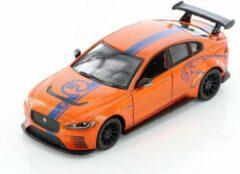 Jaguar XE SV Project 8 (Oranje) 1/36 Kinsmart - Modelauto - Schaalmodel - Model auto - Miniatuurauto - Miniatuur autos