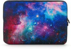 Misstella Laptop Sleeve met Galaxy print tot 15.4 inch – Blauw/Paars/Roze