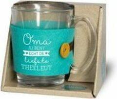 """Turquoise Snoepkado.com Theeglas - Oma jij bent echt de liefste theeleut - Gevuld met verpakte Italiaanse bonbons - Voorzien van een zijden lint met de tekst """"Speciaal voor jou"""" In cadeauverpakking met gekleurd lint"""