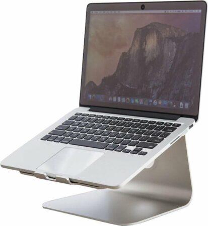 """Afbeelding van Grijze QUVIO Aluminium Laptopstandaard - Laptop Stand voor Macbook of andere laptop tot 15.6"""" - Goede ventilatie - Notebook standaard - Laptop steun - Ergonomisch notebook standaard - Apple macbook standaard"""