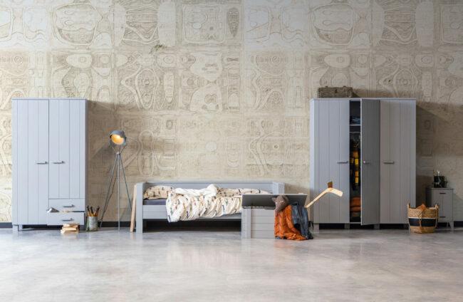 Afbeelding van Grijze WOOOD Dennis bedbank met logeerbed betongrijs grenen Betongrijs excl. lade