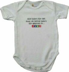 """Link Kidswear Witte romper met """"Alle baby's zijn lief, maar de liefste baby's zijn geboren in... Juni"""" - maat 62/68 - babyshower, zwanger, cadeautje, kraamcadeau, grappig, geschenk, baby, tekst, bodieke"""