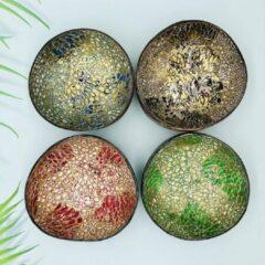 Rode My Life, My Way MLMW - Kokosnoot Kom Oosters Mix van 4 Kleuren - Coconut Bowl Oriental Mix - Kerstpakket - 650 ML - Handgemaakt - Uniek - Duurzaam - 100% Natuurlijk - Set van 4 - geschikt voor smoothie bowls, yoghurt, snacks en salades.