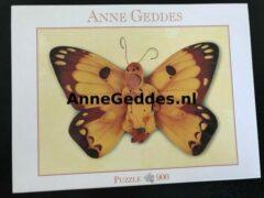 Anne geddess Anne Geddes - 57632 - puzzel / puzzle / legpuzzel - Blatz - Baby als gele vlinder - 900 stukjes