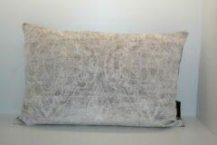 Licht-grijze Home Junky - sierkussen Velvet Baroque Light - lichtgrijs - 40x60 cm