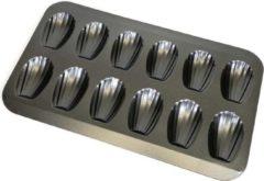 Zwarte Krumble Madeleine bakvorm - Geschikt voor 12 schelpvormige cakejes of madeleines - Afmeting van de madeleine is 7.5 x 5 cm - Grijs