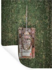 StickerSnake Muursticker Tanks - Drone shot van een verlaten tank - 120x160 cm - zelfklevend plakfolie - herpositioneerbare muur sticker XXL / Groot formaat!