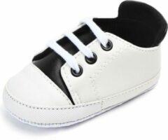 Jodeledokie Witte gympen met zwart accent - PVC - Maat 21 - Zachte zool - 12 tot 18 maanden