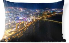 PillowMonkey Sierkussen Harbin voor buiten - Verlichting in de Chinese miljoenenstad Harbin - 60x40 cm - rechthoekig weerbestendig tuinkussen / tuinmeubelkussen van polyester