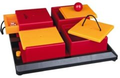 Rode Trixie Dogtoy Dog Activity Strategy Game Poker Box - Piepend Speelgoed - 336 mm x 336 mm x 94 mm - Brown/Geel/Rood