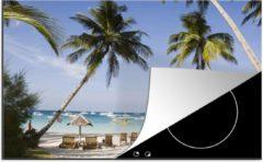 Blauwe KitchenYeah Luxe inductie beschermer Bocaray - 78x52 cm - Palmbomen en ligstoelen op het strand van Boracay - afdekplaat voor kookplaat - 3mm dik inductie bescherming - inductiebeschermer