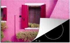 KitchenYeah Luxe inductie beschermer Luiken - 80x52 cm - Bloempotten met harten in een raam met roze luiken - afdekplaat voor kookplaat - 3mm dik inductie bescherming - inductiebeschermer