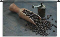 1001Tapestries Wandkleed Koffieboon - Koffiebonen op een donkere houten achtergrond met koffiemolen Wandkleed katoen 180x120 cm - Wandtapijt met foto XXL / Groot formaat!