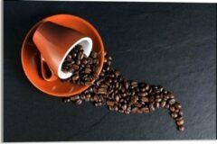 Oranje KuijsFotoprint Plexiglas - Koffiekop met omgevallen Koffiebonen - 60x40cm Foto op Plexiglas (Met Ophangsysteem)