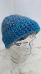 Handgemaakt Handgehaakte muts aquablauw zeegroen glinsterdraad acryl lurex, lengte 19cm, breedte 22cm