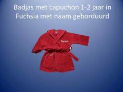 Funnies Fuchsia badjas met capuchon1-2 jaar met naam geborduurd