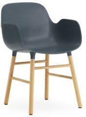 Normann Copenhagen Form Armlehnstuhl mit Holzgestell - blau - Eiche