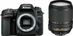 Zwarte Nikon D7500 + AF-S 18-140mm VR