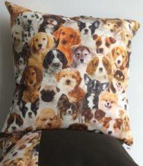 Beige By Eef handgemaakt sierkussenhoesje van zachte katoen met afbeelding van puppies 50x50
