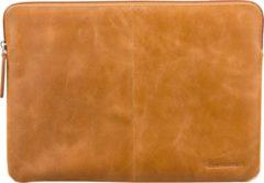 Bruine Dbramante1928 Skagen Laptop Sleeve voor de MacBook Pro 15 inch / Laptop 14 inch - Tan