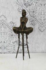 Merkloos / Sans marque Bronzen beeld Vrouw op een Barkruk