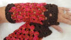 Merkloos / Sans marque Handgemaakte dames vingerloze donkerbruin rood oranje handschoenen . Maat one size