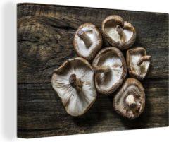 OneMillionCanvasses Canvas Schilderij Paddenstoelen - Shiitake-paddenstoelen op een houten achtergrond Canvas - 120x80 cm - Foto print op Canvas schilderij (wanddecoratie woonkamer / slaapkamer)