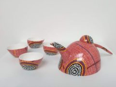 Rode Alperstein Designs Chinese theeset - Debbie Napaljarri Brown - Aboriginal collectie