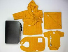 La Commence Babygeschenk I Baby Cadeau I Kraamcadeau I Babyshower badcape romper slab badjasje koffertje jongen/meisje geel | speenkoord van BamBam | geel