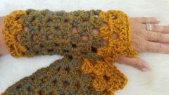 Donkergroene Merkloos / Sans marque Handgemaakte dames vingerloze legergroen okergeel handschoenen . Maat one size