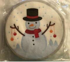 Witte Kerst servetten vorm Kerst sneeuw pop met hoed 16 cm rond - Kerst ontbijt tafeldecoratie servetjes - Kerst thema papieren tafeldecoraties 12 stuks