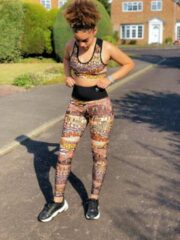 Bruine Pfeka Yoga broek / legging met print en patronen geïnspireerd op Afrika