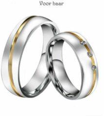 Zoëies® zilverkleurige liefdesring voor haar met goudkleurige streep en drie steentjes 19 mm