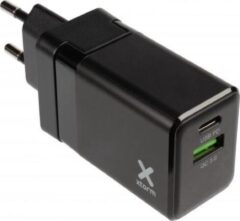 Zwarte Xtorm USB & USB-C Oplader - 20W - 3 in 1 Stekker - Universele Wereldstekker - Travel Adapter – Reisstekker