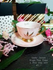 Lady Joint NL High Tea Party |Elegant thee/koffie kopje met schotel roze marmer met gouden handvat en gouden hemp. High Tea Party in Wonderland. Alice in wonderland thema. Kopje en schotel set.Tea Coffee Cup & Saucer set