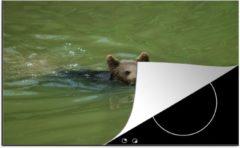 Bruine KitchenYeah Luxe inductie beschermer Zwemmende Beer - 80x52 cm - Een Europese beer die aan het zwemmen is - afdekplaat voor kookplaat - 3mm dik inductie bescherming - inductiebeschermer