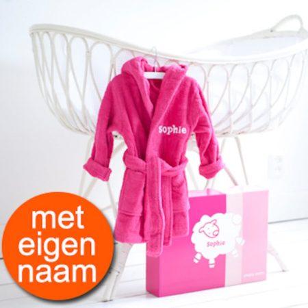 Afbeelding van Roze Simply colors Kraamcadeau badjasje 1-2 jaar met naam – meisje