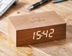 Gingko Wekker - Alarmklok Flip Click Clock kersenhout - oplaadbaar