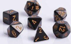 Chessex Polydice 7 Dobbelstenenset Zwart met Goudkleurige cijfers