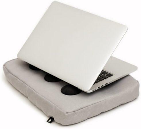 """Afbeelding van Bosign laptopkussen, laptop kussen, laptop schootkussen, laptop standaard, met siliconen doppen voor warme luchtafvoer - max 14"""" - Zilver"""