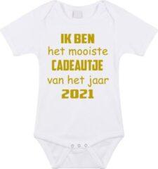 Merkloos / Sans marque Baby rompertje met leuke tekst | Ik ben het mooiste cadeautje van het jaar 2021 |zwangerschap aankondiging | cadeau papa mama opa oma oom tante | kraamcadeau | maat 92 wit goud