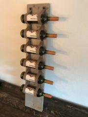 Scotts Bluf Wijnrek van hout en taupe leer - 1mtr hoog en plaats voor 6 wijnflessen - Wijnrek van steigerhout. Op te hangen of staand te plaatsen