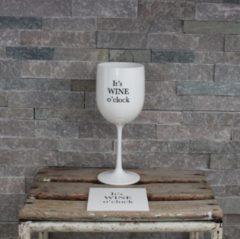 Kadoonline Onbreekbaar wijnglas - met tekst en onderzetters - wit - It's wine O'clock