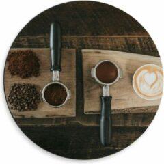 Beige KuijsFotoprint Dibond Wandcirkel - Gemalen Koffiebonen en Koffie op een Plankje - 50x50cm Foto op Aluminium Wandcirkel (met ophangsysteem)