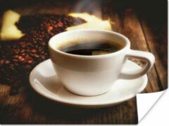 PosterMonkey Een heet bakje koffie is geserveerd met koffiebonen poster 40x30 cm - klein - Foto print op Poster (wanddecoratie woonkamer / slaapkamer)