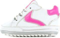 Roze Shoesme witte lage babysneaker met fuchsia details (BP20S056-J)....
