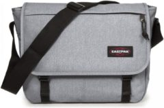 Grijze Eastpak Delegate Schoudertas - 17 inch laptopvak - Sunday Grey