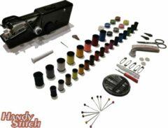 Zwarte Handy Switch Handy Stitch - PREMIUM Handnaaimachine met 92 Delige Starterskit - Compact - Draadloos - Draagbare reis naaimachine - Incl. 34 Spoelen met garen - Elektrisch of op Batterijen